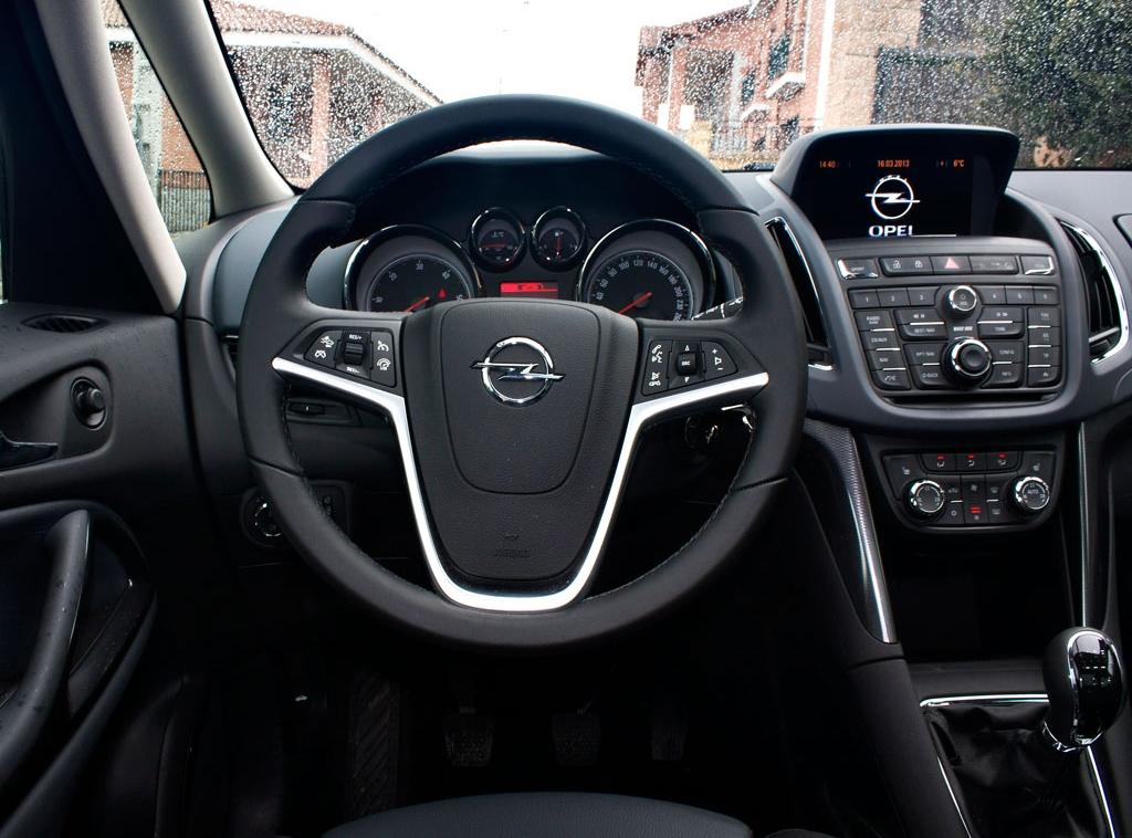 Opel zafira tourer 200 cv for Interior zafira tourer