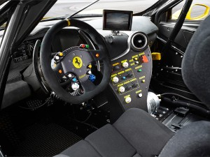 Ferrari_488_Challenge_interno_1