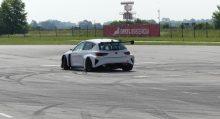 Ya rueda el CUPRA e-Racer