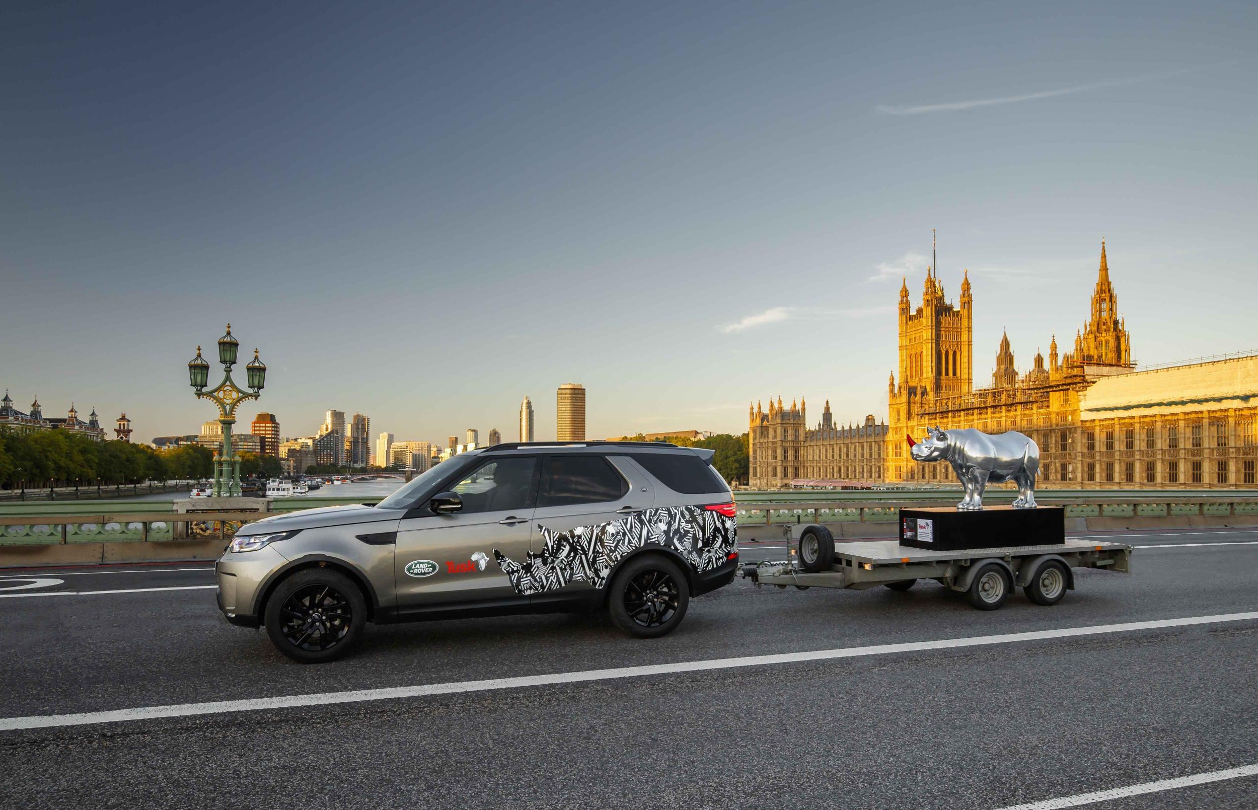 Land Rover concienciado con la protección de los Rinocerontes