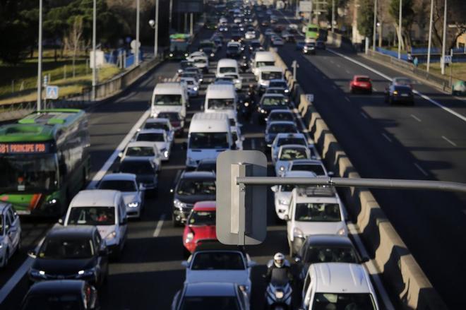 El RACE pide la retirada de los semáforos de la A5