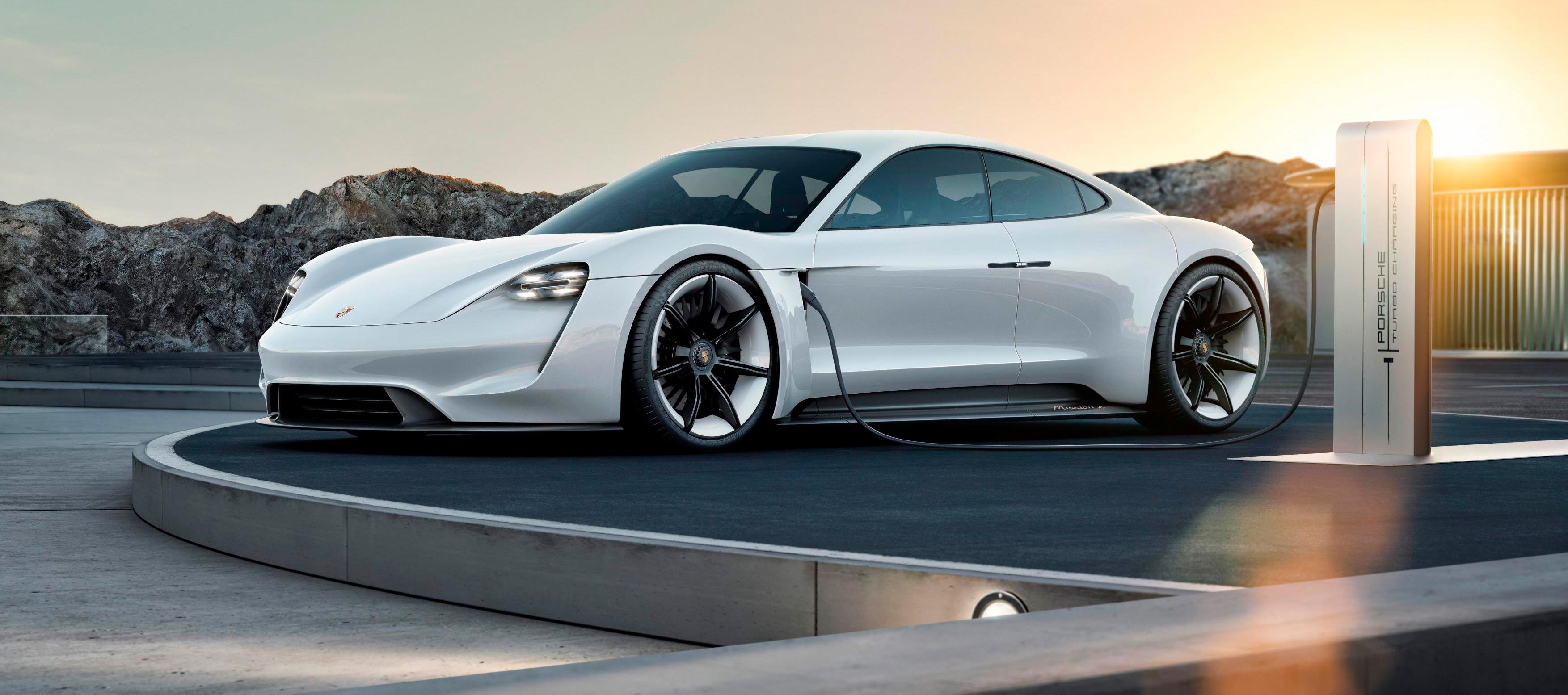 El Porsche taycan despierta mucho interés