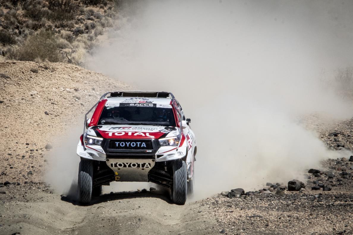 Fernando Alonso prueba el Toyota Hilux del Dakar, ¿Otro reto?