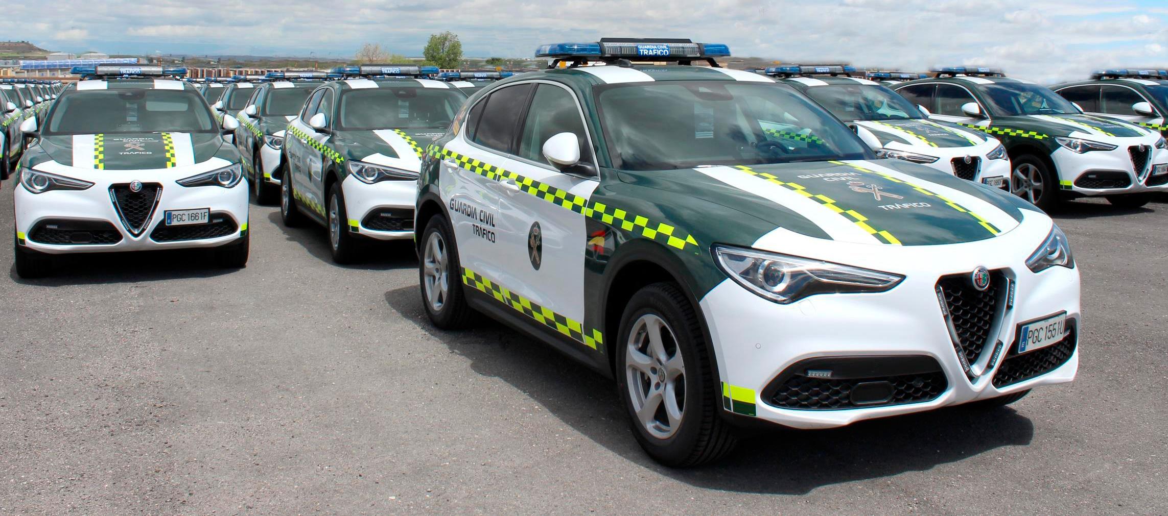 La Agrupación de Tráfico de la Guardia Civil circula en Alfa Romeo Stelvio