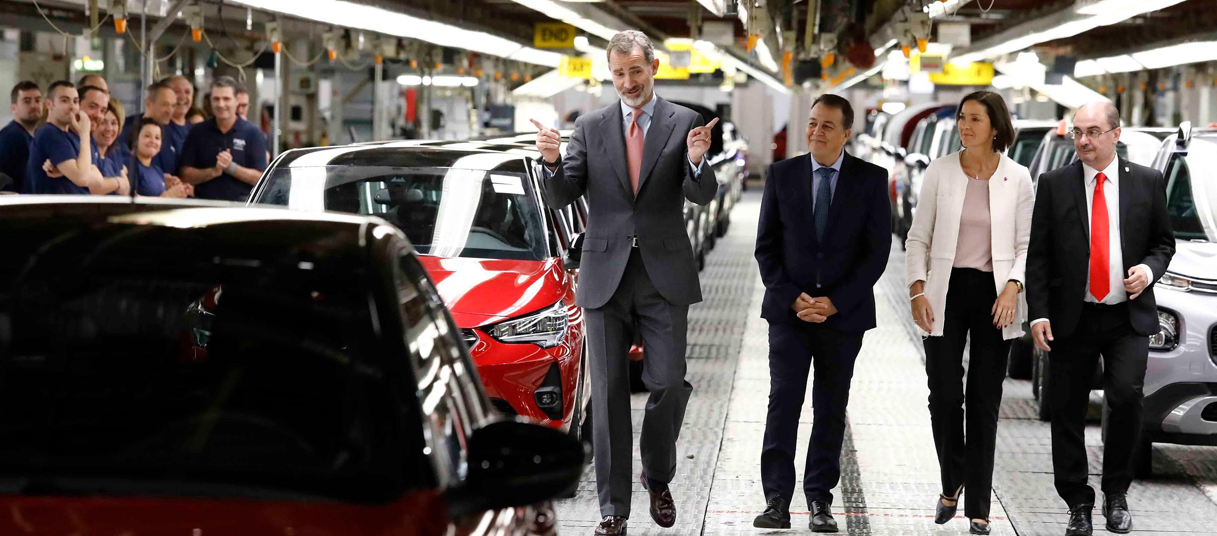 S.M. Felipe VI apuesta por las factorías españolas. Visita la de Opel en Figueruelas