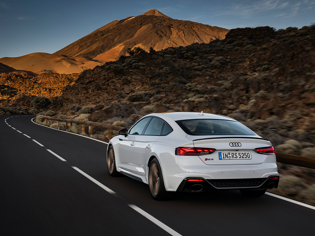 Audi presenta los renovados RS5 Coupé y Sportback