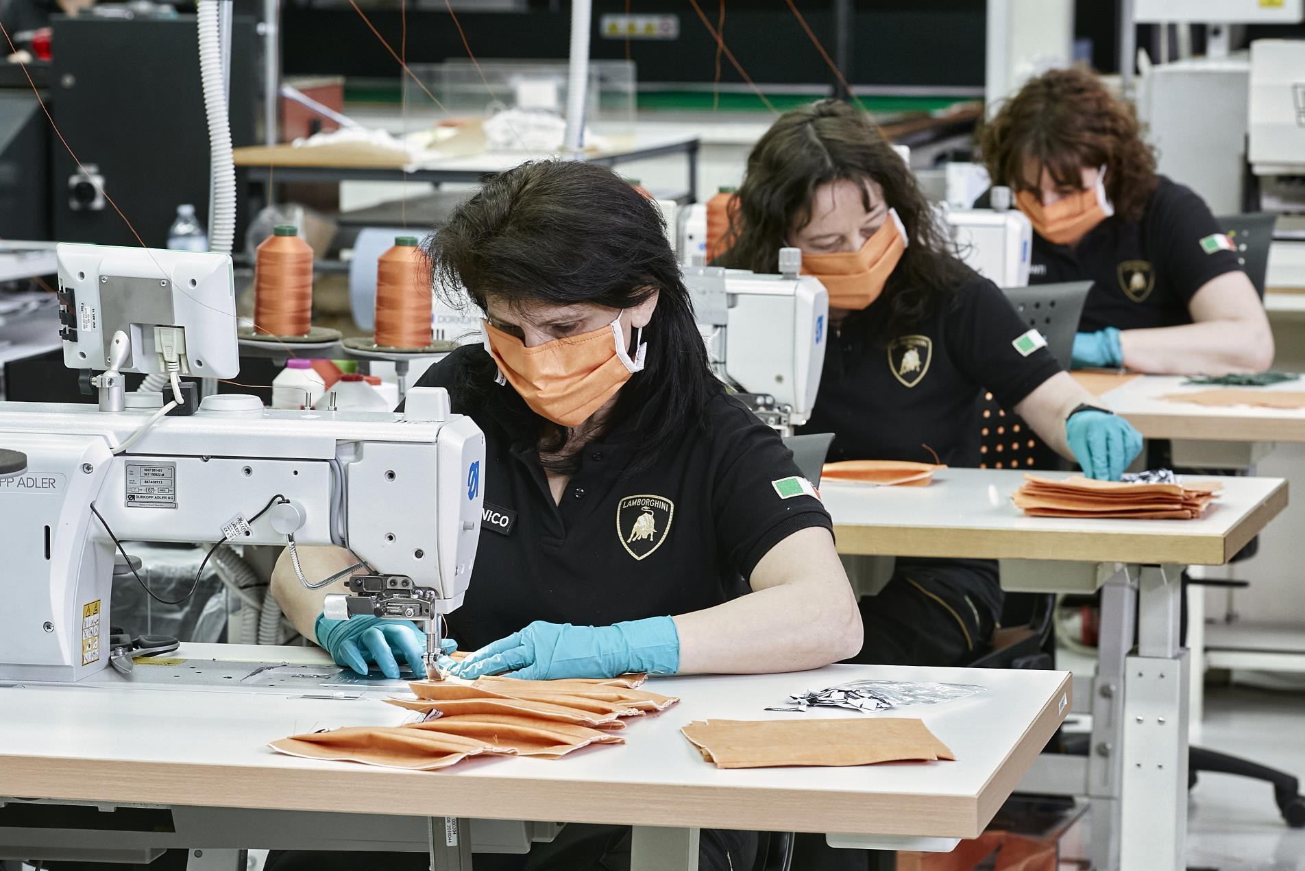 Lamborghini produce en Sant'Agata Bolognese mascarillas y viseras de protección de plexiglás