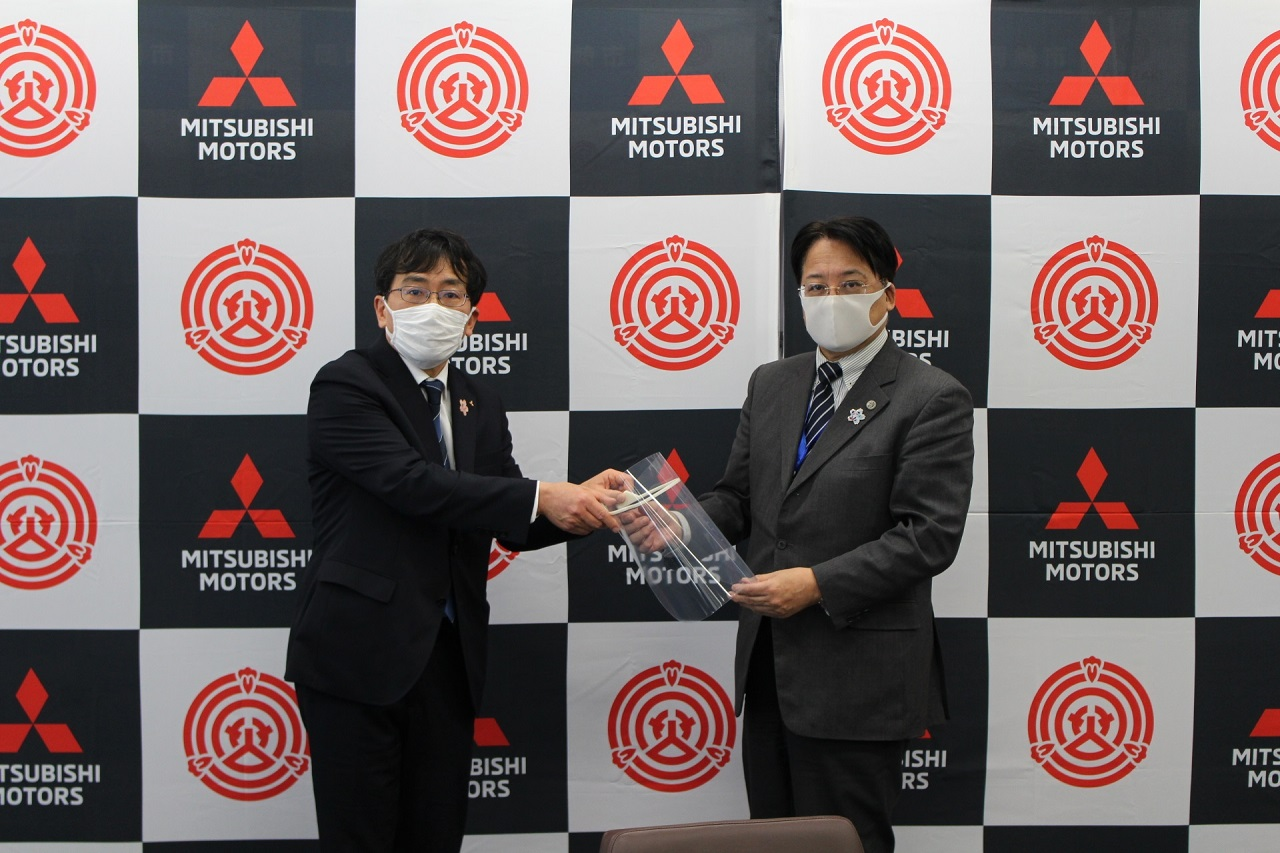 Mitsubishi Motors Corporation produce protectores faciales para ayudar a prevenir el COVID-19