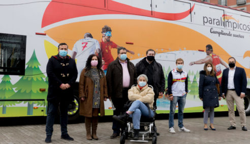 Toyota España junto al bus paralímpicos 25 años