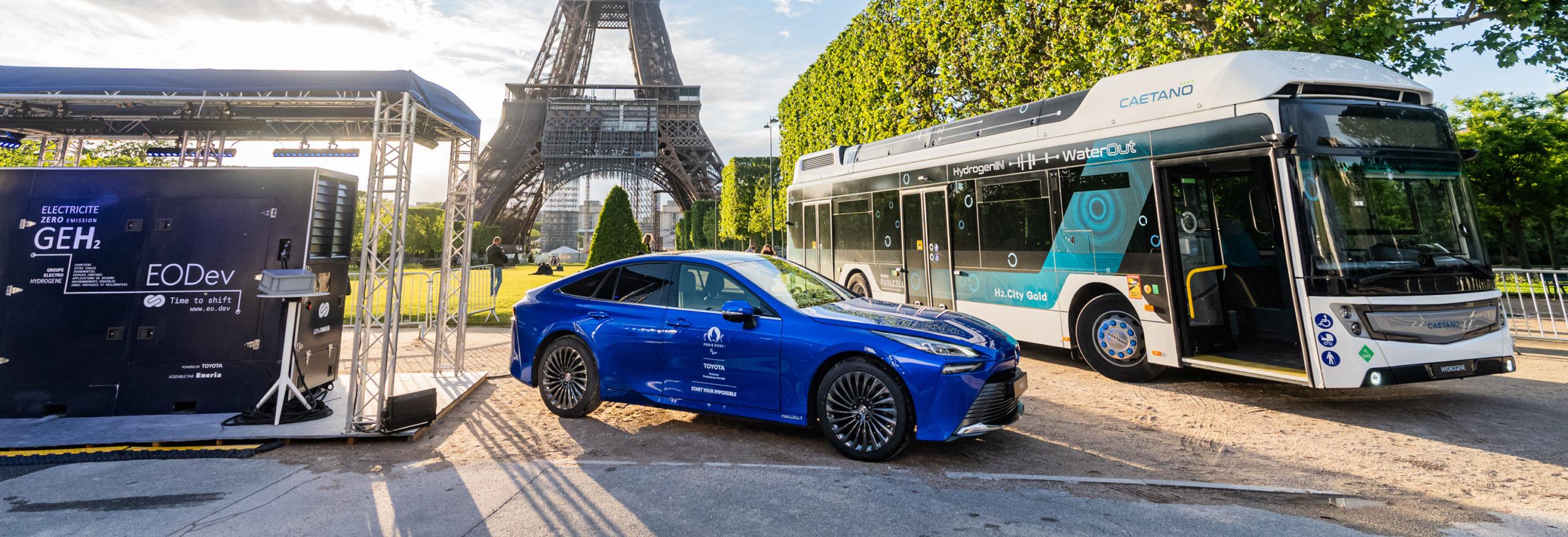 Toyota ilumina con su pila de hidrógeno la Torre Eiffel