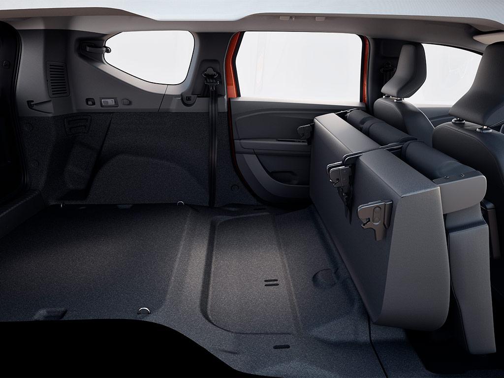 Esta ventanilla se puede entreabrir, ofreciendo así ventilación natural al pasajero.