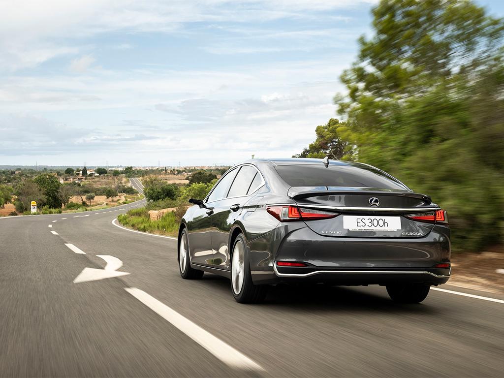 Lexus lanza al mercado la renovada gama ES 300h